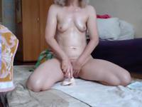 Solo blonde getting her fingers inside her cunt