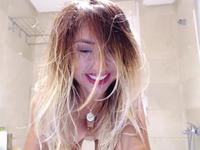 Incredible beauty takes a bath and shoots it on camera