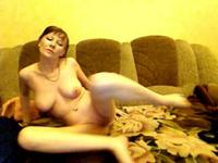 Lusty solo webcam babe dancing