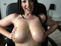 Webcam hottie plays with the finest boobs ever